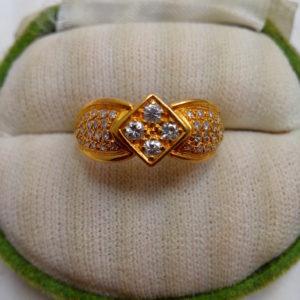 แหวนทองฝังเพชรเกสร