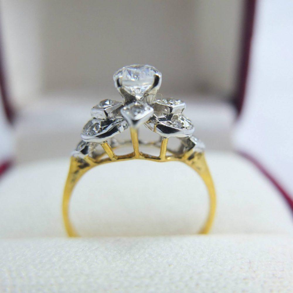 แหวนยอดเพทายทรงเก่า