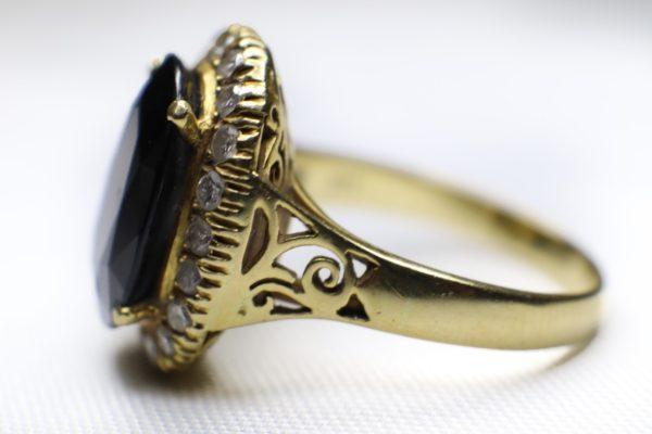 ด้านข้างแหวนทองคำไพลิน