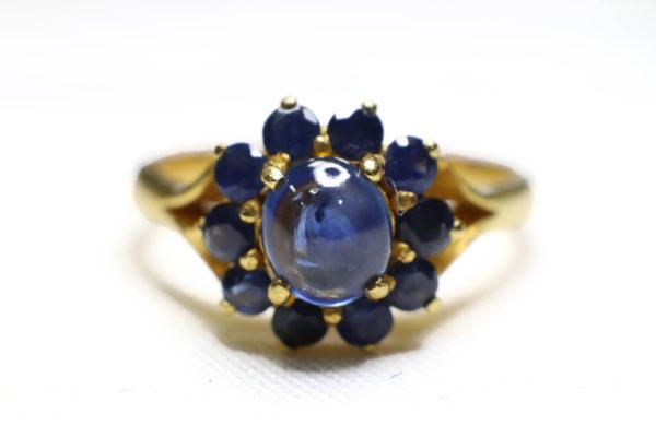 แหวนทองยอดพลอยไพลิน