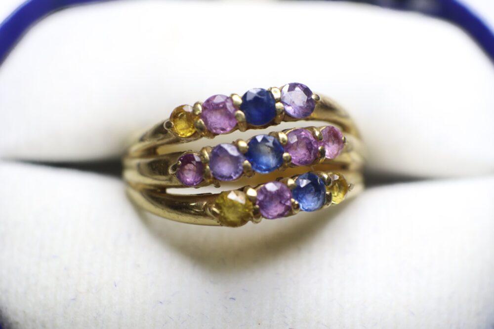 แหวนทองพลอยสามแถว