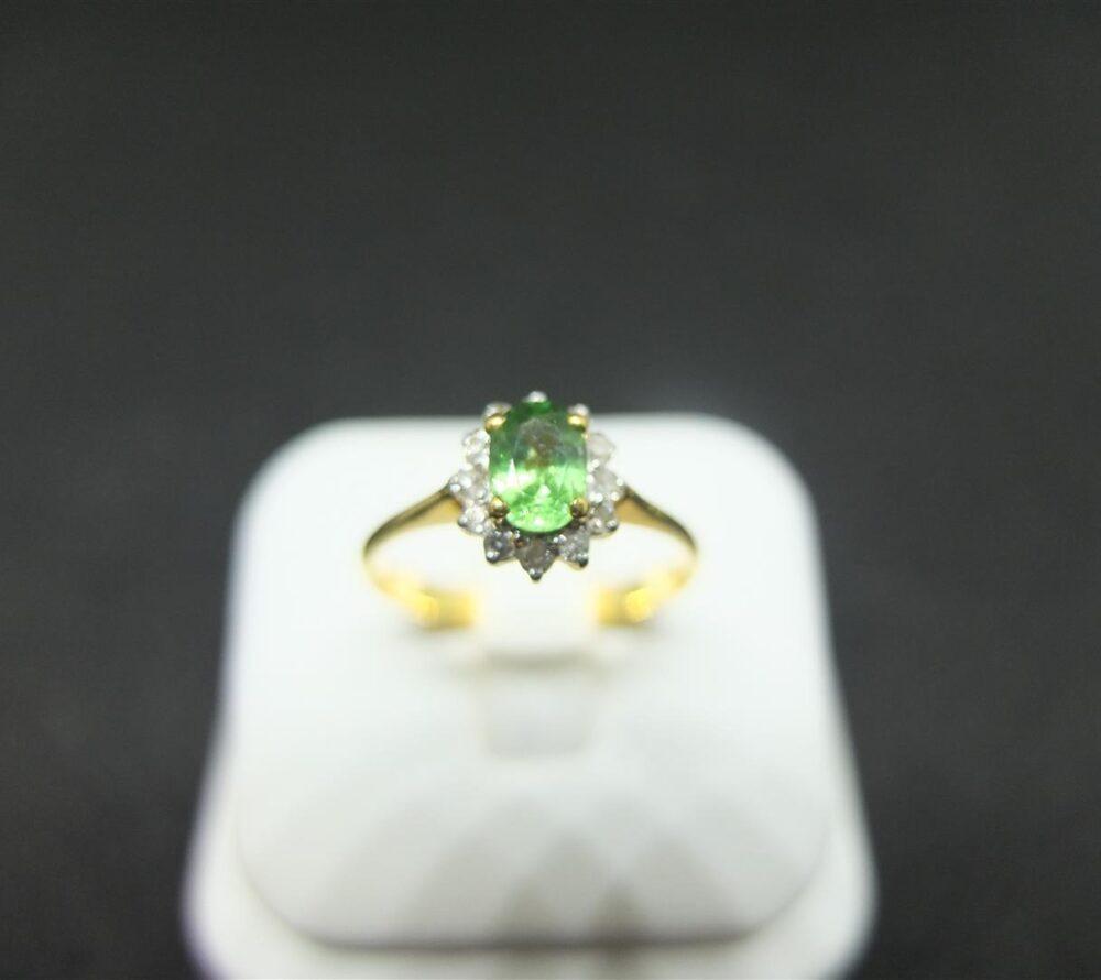 แหวนโกเมนเขียวล้อมเพชร