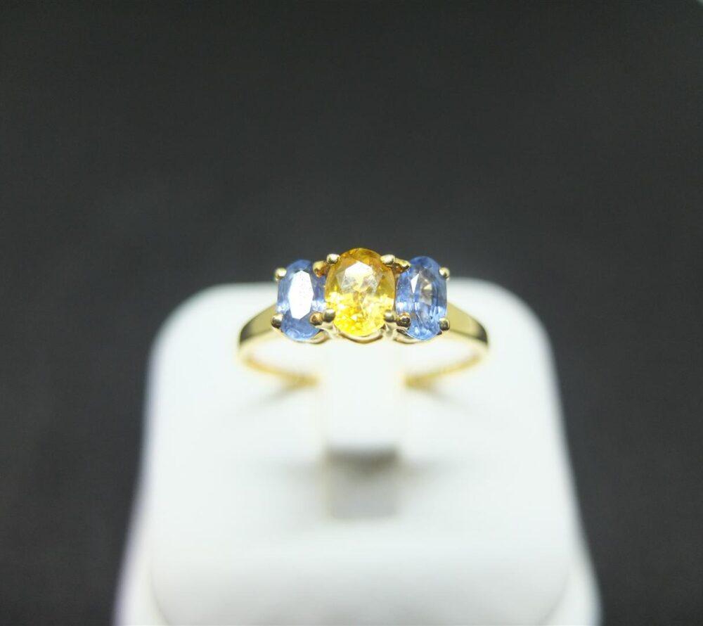 แหวนทองฝังพลอยสองสี