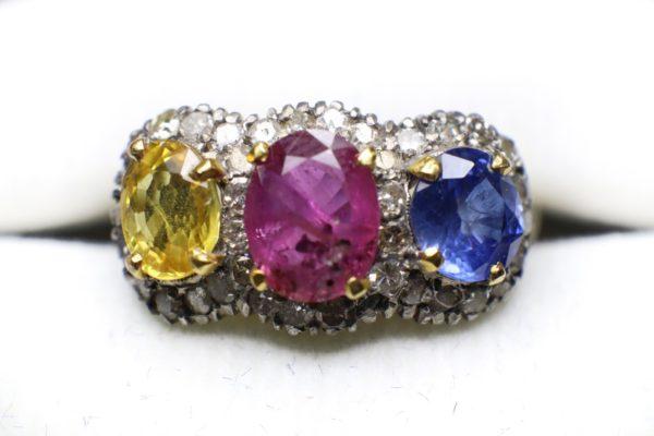 แหวนสามล้อม