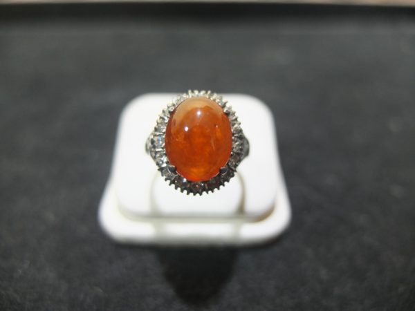 แหวนเงินหยกสีส้มล้อมเพชรสวิส