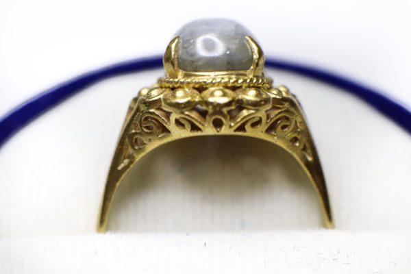 แนวตั้งแหวนดุนลายทอง