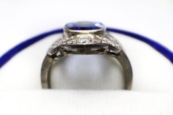 มุมตั้งแหวนพลอยน้ำเงินทรงมาคี