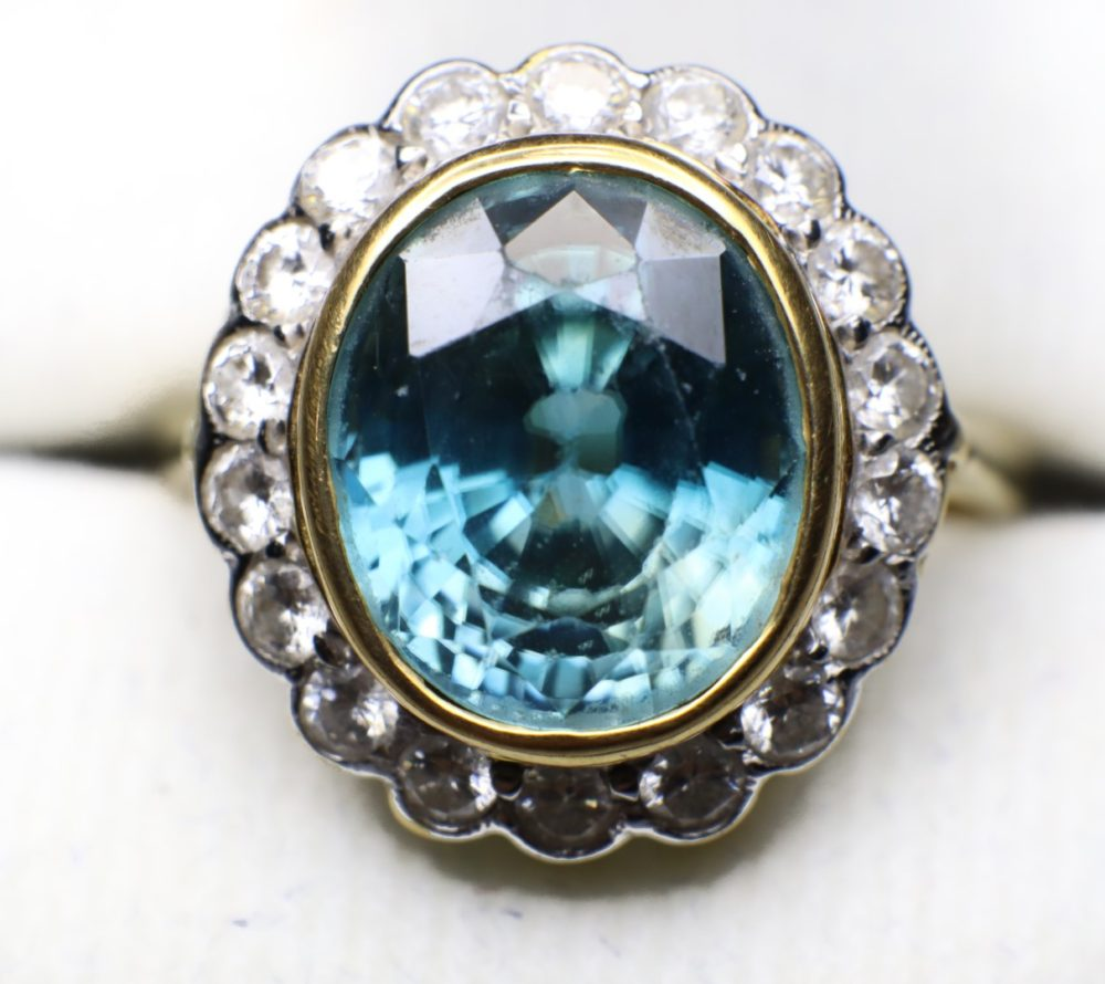 แหวนเพทายล้อมเพชรเกสร