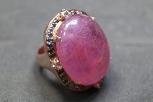 แหวนทับทิมล้อมด้วยพลอยไพลิน